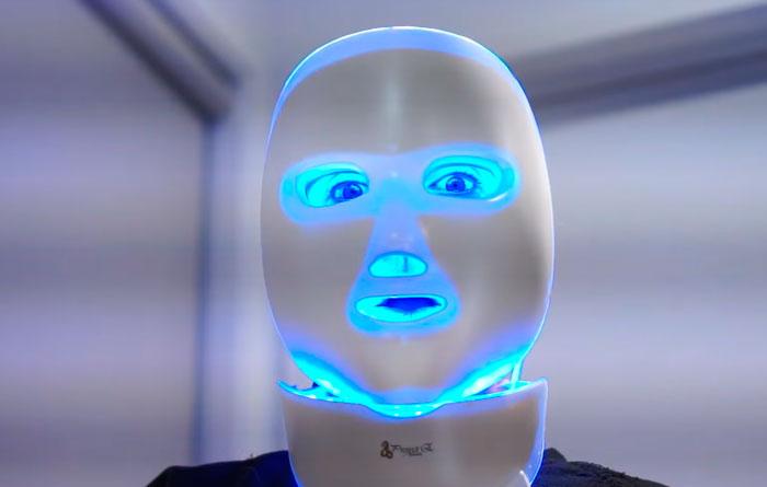вред от попадания синего света от LED маски в глаза